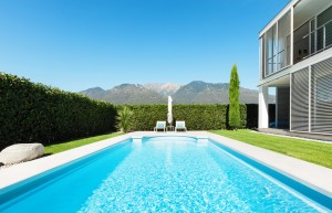 Beverly Hills Pool Cleaning Chemical Treatment